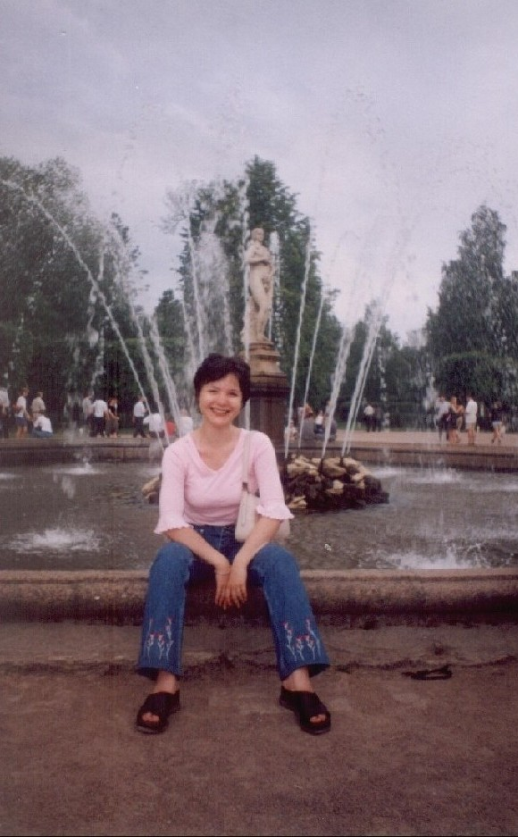 Фонтан - Венера в Питергоффе и я там тоже есть........:-)