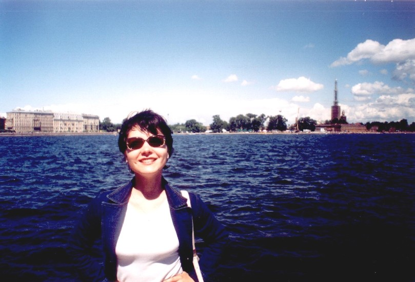 Я........и ещё раз я , а на заднем плане Петропавловская крепость